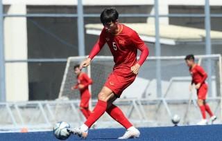 SEA Games 30: U22 Việt Nam tập trên mặt sân cỏ đặc biệt ở Manila