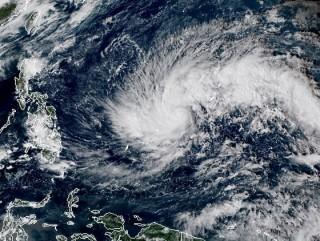 """""""Siêu bão"""" Kammuri tiến vào biển Đông sau khi càn quét Philippines"""