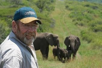 Kì lạ ngôi mộ người đàn ông được cả đàn voi thăm viếng 7 năm trời