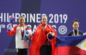SEA Games 30: Vương Thị Huyền bật khóc khi giành HCV môn cử tạ