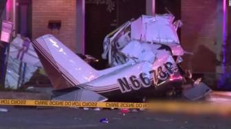 Máy bay lao xuống phố, 3 người thiệt mạng