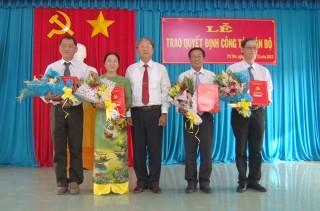 4 cán bộ huyện Tri Tôn nhận nhiệm vụ mới