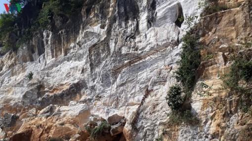 Yên Bái ngăn chặn khai thác đá cảnh trái phép ở Suối Lóp