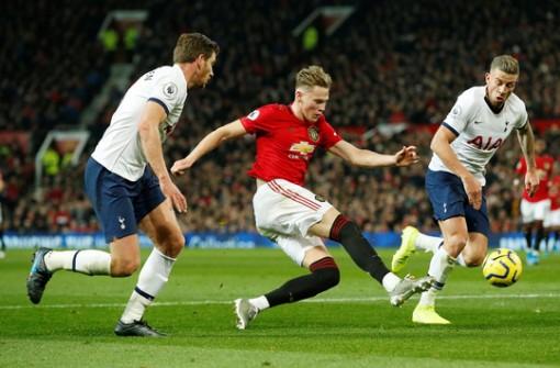 Marcus Rashford đánh bại đội bóng của Mourinho ở Old Trafford