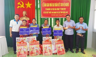 Bàn giao 50 căn nhà Đại đoàn kết cho hộ nghèo huyện Tịnh Biên