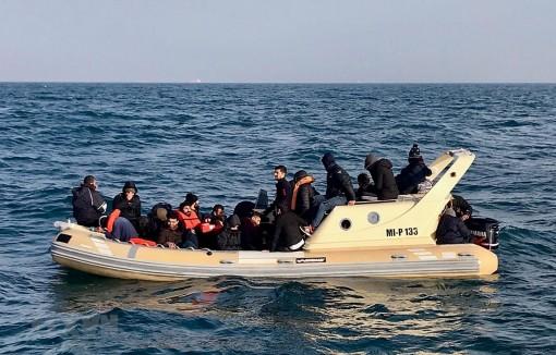 Tòa án Anh kết án tù 3 đối tượng đưa người nhập cư trái phép