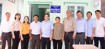Bình Khánh trao 10 căn nhà Đại đoàn kết cho hộ nghèo, cận nghèo