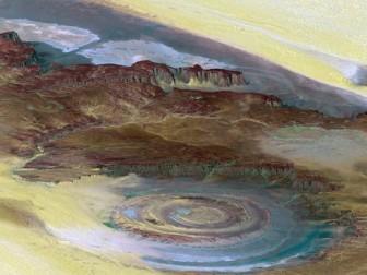"""""""Con mắt"""" khổng lồ bí ẩn trên sa mạc lớn nhất thế giới"""