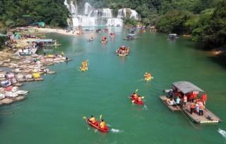 Chèo xuồng Kayak trên sông Quây Sơn