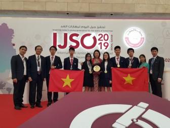 Đoàn Việt Nam vỡ òa với 3 Huy chương Vàng Olympic Khoa học trẻ quốc tế
