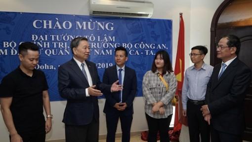 Bộ trưởng Tô Lâm thăm Đại sứ quán Việt Nam tại Qatar