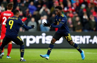 Europa League: Arsenal & MU đi tiếp với ngôi nhất bảng
