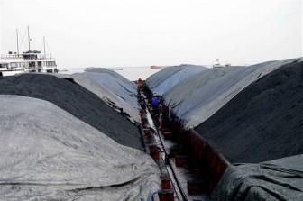Thêm 3.000 tấn than không rõ nguồn gốc bị cảnh sát biển tạm giữ