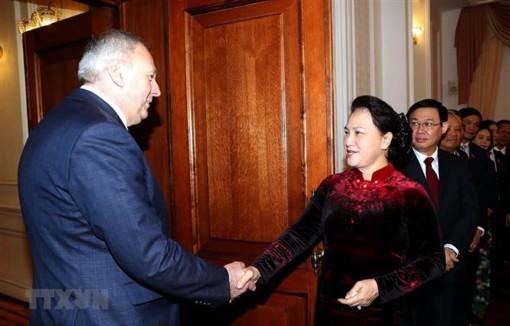 Chủ tịch Quốc hội Nguyễn Thị Kim Ngân hội kiến Thủ tướng Belarus