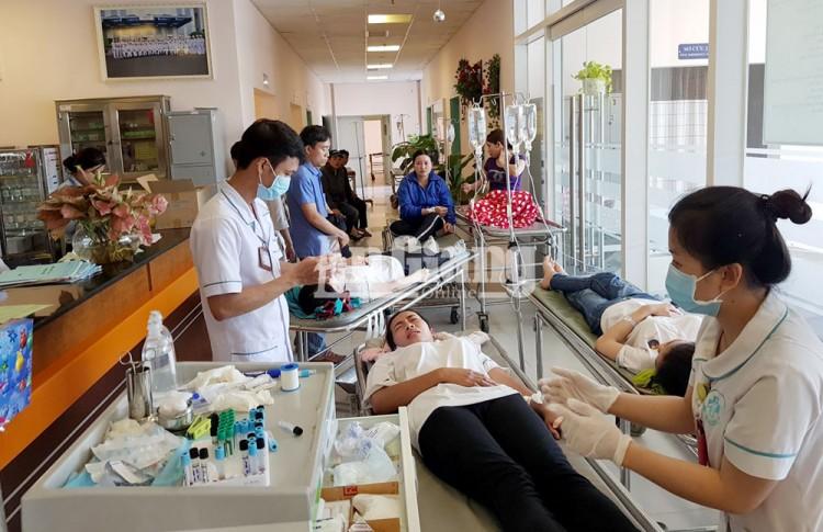Bệnh viện Đa khoa Trung tâm An Giang cấp cứu công nhân ở TP. Cần Thơ bị ngộ độc thực phẩm tập thể
