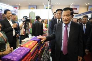 Thủ tướng Campuchia chủ trì lễ khánh thành chợ biên Việt Nam-Campuchia