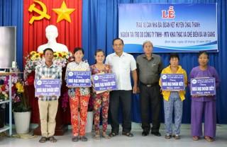 Trao 10 căn nhà Đại đoàn kết cho hộ nghèo huyện Châu Thành