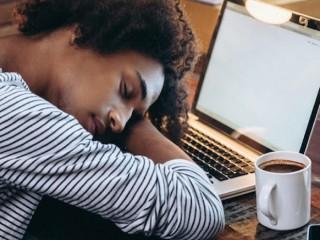 Ngủ trưa quá nhiều làm tăng nguy cơ bị đột quỵ