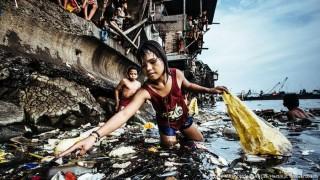 """""""Cô bé nhặt rác thải nhựa"""" đoạt giải bức ảnh năm 2019 của UNICEF"""