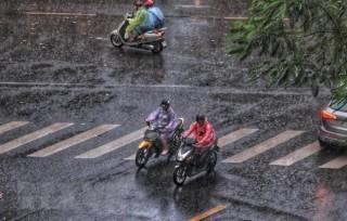 Không khí lạnh tiếp tục gây mưa phùn, thủ đô Hà Nội còn 16 độ C