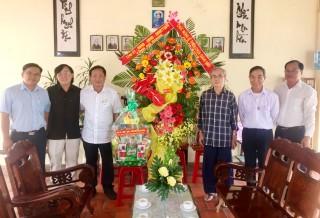 Chủ tịch UBMTTQ Việt Nam tỉnh chúc mừng Giáng sinh tại huyện Chợ Mới