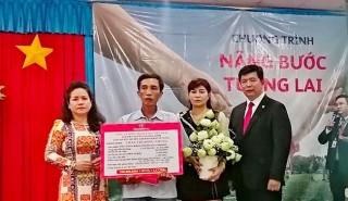 Prudential Việt Nam chi trả gần 500 triệu đồng tiền bảo hiểm cho khách hàng huyện Tri Tôn
