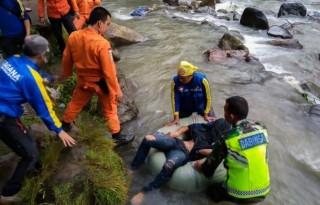 Xe buýt lao xuống khe núi ở Indonesia khiến ít nhất 25 người chết