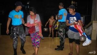 Bão Phanfone đổ bộ vào Philippines, hàng chục nghìn người mắc kẹt