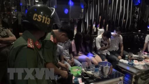 Phát hiện nhiều thanh niên sử dụng ma túy trong quán karaoke