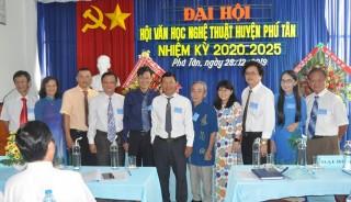 Đại hội  Văn học Nghệ thuật huyện Phú Tân khóa 3