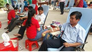 Châu Thành tôn vinh những người hiến máu tiêu biểu