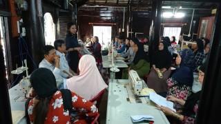 Trung tâm Khuyến công và Tư vấn phát triển công nghiệp: Tổ chức lớp kỹ năng may công nghiệp cho phụ nữ đồng bào dân tộc thiểu số Chăm TX. Tân Châu