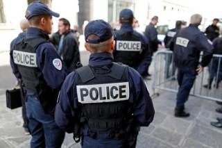 Pháp triển khai 100.000 cảnh sát trực chiến đêm giao thừa