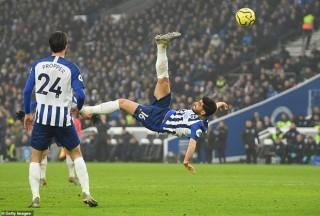 Premier League: Chelsea mất điểm, Mourinho xem trộm chiến thuật
