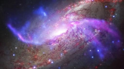Màn pháo hoa rực rỡ ở thiên hà cách Trái Đất 23 triệu năm ánh sáng