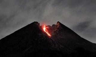 Indonesia: Núi lửa Merapi tỉnh giấc đe dọa cuộc sống người dân