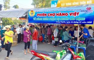 Phiên chợ hàng Việt về nông thôn Mỹ Hòa Hưng