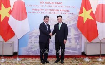 Phó Thủ tướng, Bộ trưởng Ngoại giao Phạm Bình Minh hội đàm với Bộ trưởng Ngoại giao Nhật Bản