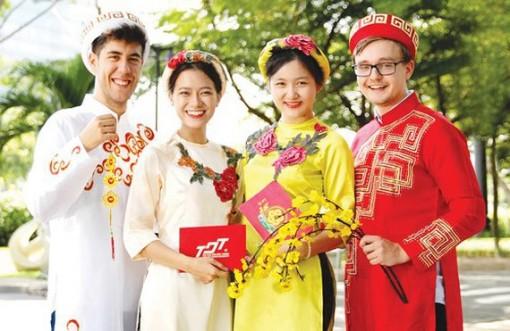 Nhiều trường xét tuyển ngành mới, tuyển thí sinh nước ngoài
