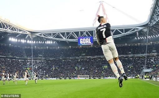 Lập hat-trick, Ronaldo xô đổ hàng loạt kỷ lục ngay đầu năm 2020