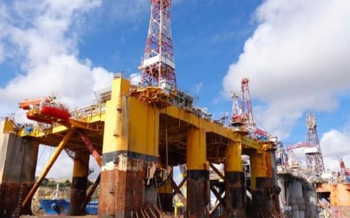 Giá dầu tăng mạnh, vượt mức 70 USD/thùng