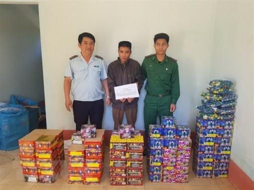 Kon Tum bắt giữ đối tượng vận chuyển gần 180kg pháo trái phép