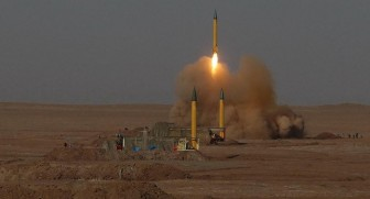 Phóng 35 tên lửa đạn đạo 'chưa đủ', Iran nã tiếp đợt hai vào căn cứ Mỹ ở Iraq
