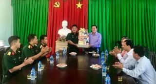 Chủ tịch UBMTTQ Việt Nam tỉnh An Giang Nguyễn Tiếc Hùng thăm, chúc Tết các lực lượng vũ trang