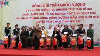 Thường trực Ban Bí thư tặng quà Tết các hộ nghèo, gia đình chính sách ở Yên Bái