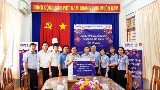 BIDV tặng 290 suất quà Tết cho người nghèo An Giang