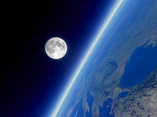 Mặt trăng đang ngày càng rời xa Trái đất