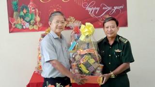 Bí thư Huyện ủy, Chủ tịch UBND huyện Tri Tôn Cao Quang Liêm chúc Tết lực lượng biên phòng đóng quân trên địa bàn