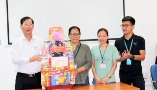 Phó Chủ tịch UBND tỉnh An Giang Lê Văn Phước thăm, tặng quà Tết các doanh nghiệp