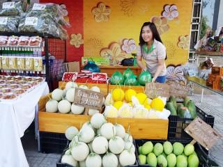 """Nhiều sản phẩm đặc sản hấp dẫn tại """"Chợ Tết xanh"""" TP. Long Xuyên"""